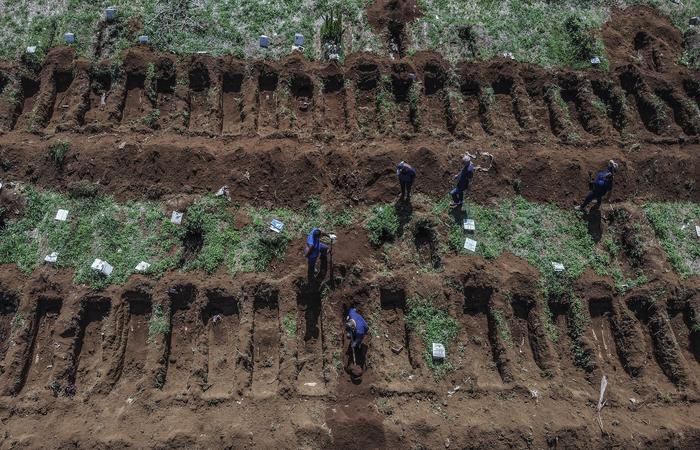 No balanço mais recente divulgado pela secretaria, o estado identificou 219 pessoas que morreram por complicações relacionadas à Covid-19 (Foto: Nelson Almeida/AFP)