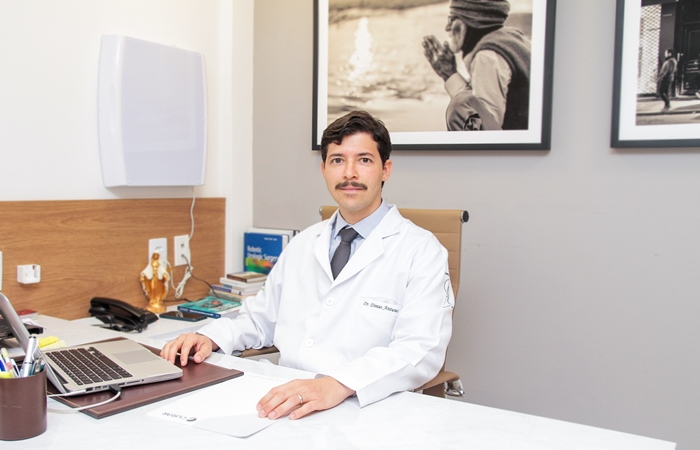 O urologista Dimas Antunes já atendeu cerca de 20 pacientes nesta modalidade. (Foto: Vinícius Ramos)