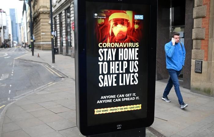 Foram 708 óbitos de pessoas infectadas em 24 horas, o que eleva para 4.313 o total de mortos no território. (Foto: OLI SCARFF / AFP)