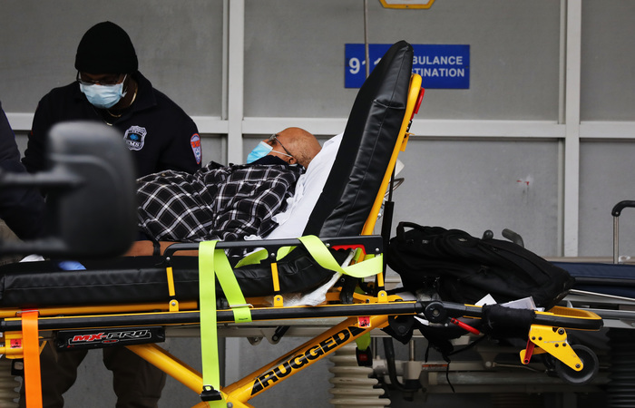 Nova York é o epicentro da pandemia em solo americano, com mais de 7 mil mortes registradas (Foto: SPENCER PLATT / GETTY IMAGES NORTH AMERICA / Getty Images via AFP)