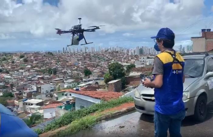 Drones sobrevoam áreas periféricas e de difícil acesso do Recife. (Foto: Divulgação/PCR.)