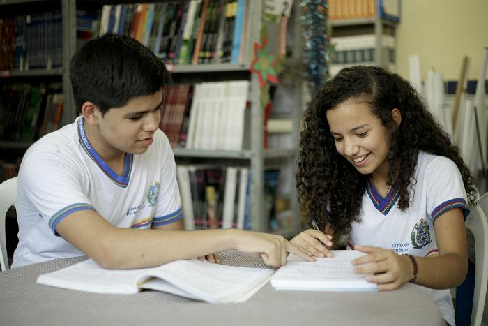 Cerca de 240 mil estudantes da rede estadual serão beneficiados.  (Foto: Igo Bione/Arquivo DP)