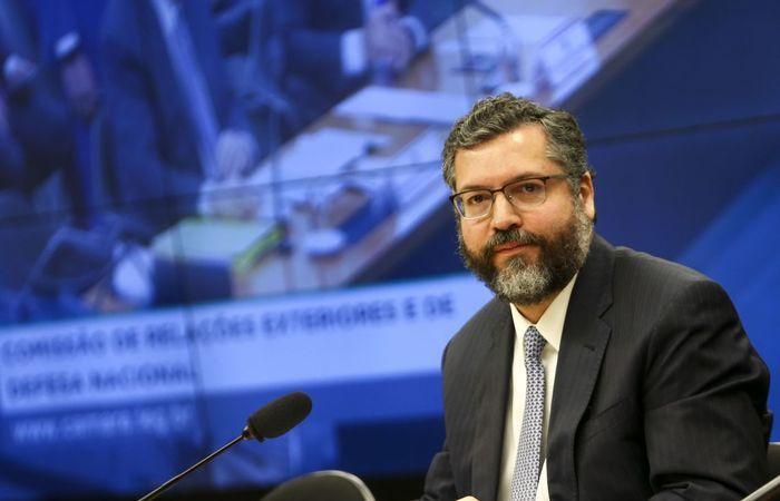 Ernesto não pede desculpas e culpa jornal de Israel