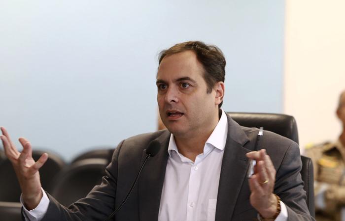Paulo Câmara oferece ajuda para evitar filas em bancos e pede ...