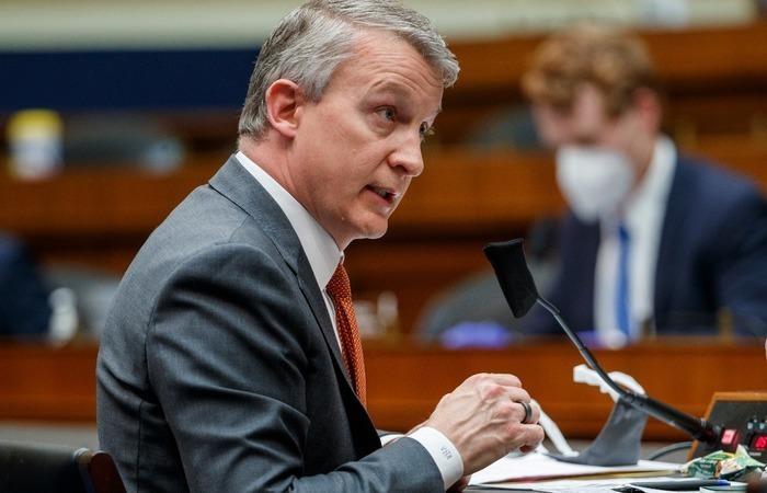Bright apresentou uma queixa de denunciante depois que ele foi removido de seu posto como chefe da agência encarregada de desenvolver uma vacina contra o coronavírus (Foto: Shawn Thew/POOL/AFP)