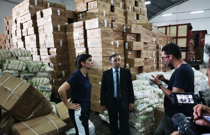 Débora Lopes entrevistou especialistas no combate ao contrabando (Foto: Divulgação)