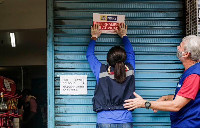 50 lojas foram fechadas pela prefeitura nos seis primeiros dias de quarentena no Recife. (Foto: Andréa Rêgo Barros/PCR.)