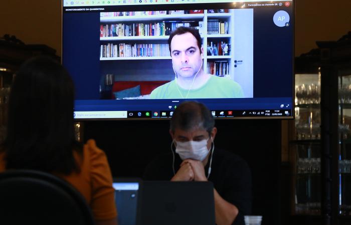 Decisão foi tomada após reunião por videoconferência com o governador. (Foto: Hélia Scheppa/SEI.)