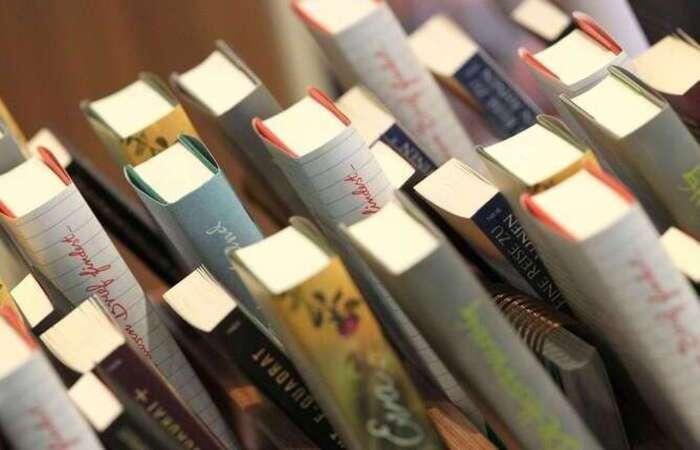 As vendas pela internet seguiram atendendo às necessidades de quem se apegou à leitura durante o confinamento.  (foto: AFP / DANIEL ROLAND )