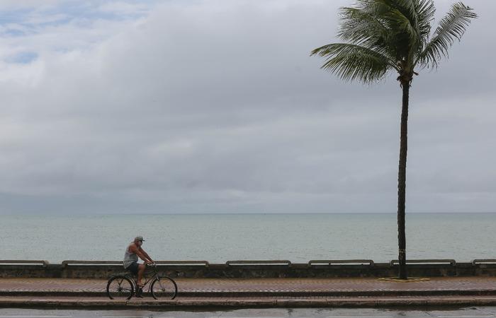 Foto: Leandro de Santana/Esp. DP (Praia de Boa Viagem, na Zona Sul do Recife.)