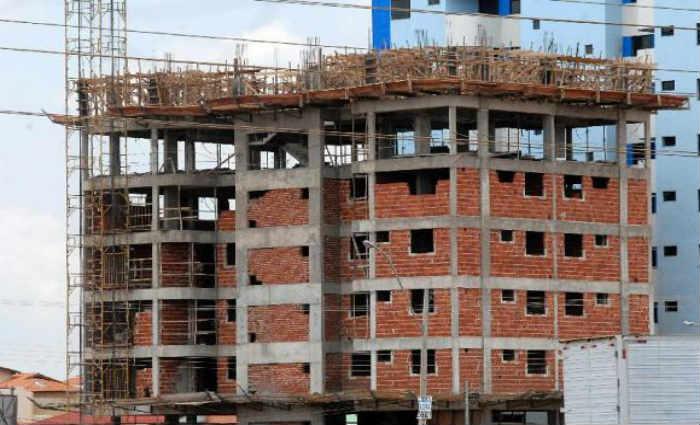 Construção civil será retomada na próxima segunda-feira com 50% da capacidade. (Foto: Antônio Cruz/Agência Brasil)