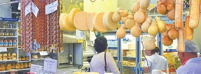 No Mercado Municipal, é impossível não experimentar o pão d´água e o doce de leite em barras, cozido com fruta típica da região (Prefeitura de Poços de Caldas/divulgação)