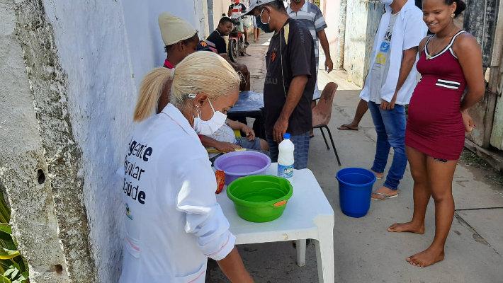Agentes aprendem técnica de lavagem das mãos e repassam conhecimento para os vizinhos do bairro.  (Foto: Arquivo Pessoal/Divulgação)