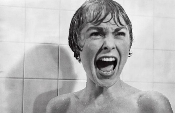 Cena do assassinato da secretária Marion Crane (papel de Janet Leigh) é uma das mais famosas do cinema (Foto: Universal Pictures)