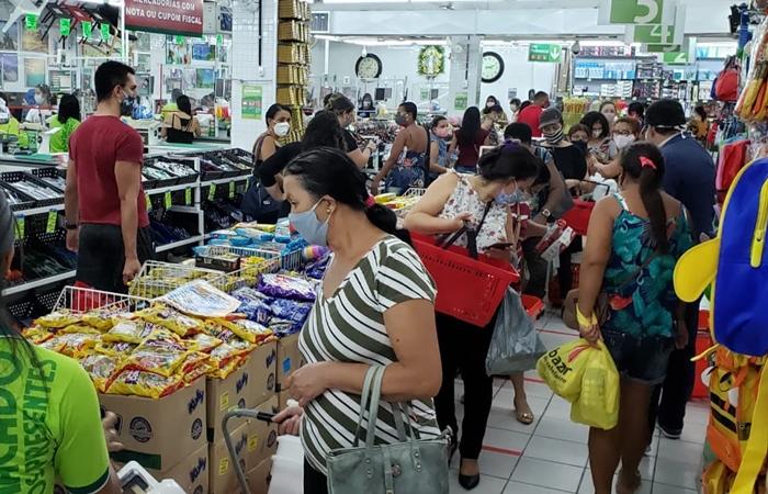 As lojas de varejo tinham tamanhos maiores do que o permitido pelo plano: 200 metros quadrados.  (Foto: Procon / Divulgação)