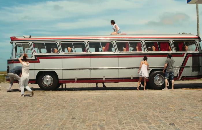 No filme, grupo de 12 pessoas embarca em uma viagem de ônibus ao Uruguai com o desejo de conhecer o ex-presidente Pepe Mujica (Foto: Divulgação)