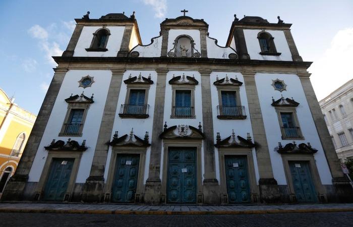 Templos da Arquidiocese de Olinda e Recife, como o da Madre de Deus, reabrirão somente no dia 27 deste mês (Foto: Leandro de Santana/Esp. DP FOTO)