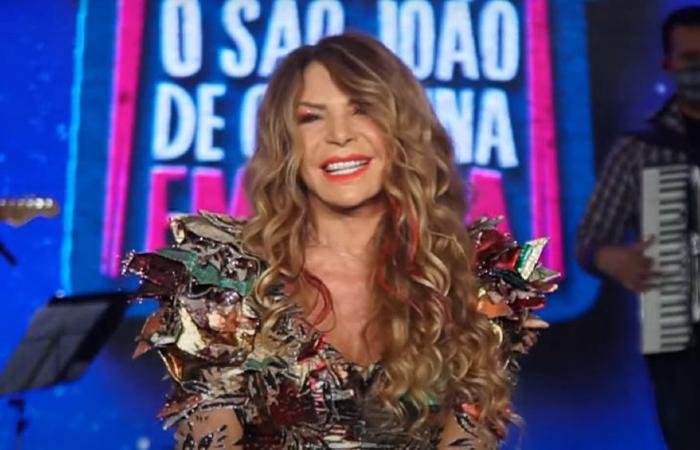 Elba Ramalho cantou em live de São João nessa terça-feira (23). (Foto: Reprodução/Youtube.)