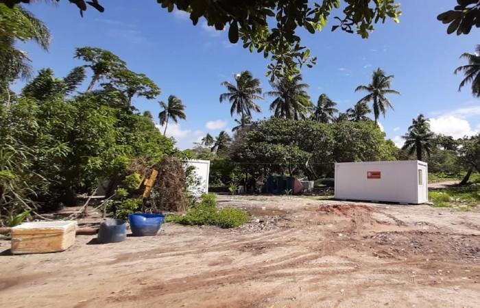 Etasa colocou contêineres no local por onde circulam os pescadores. Os trabalhadores relatam intimidações. (Foto: APBJ / Divulgação)