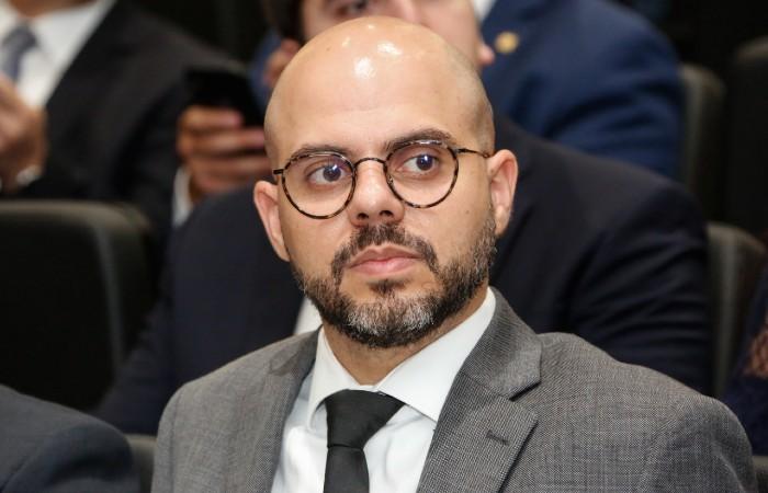 Romero Sales Filho citou processo licitatório na reunião plenária virtual desta terça-feira (30) (Foto: Alepe)