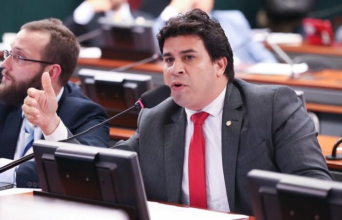 (Deputado Carlos Veras. Foto: Lula Marques/Divulgação)