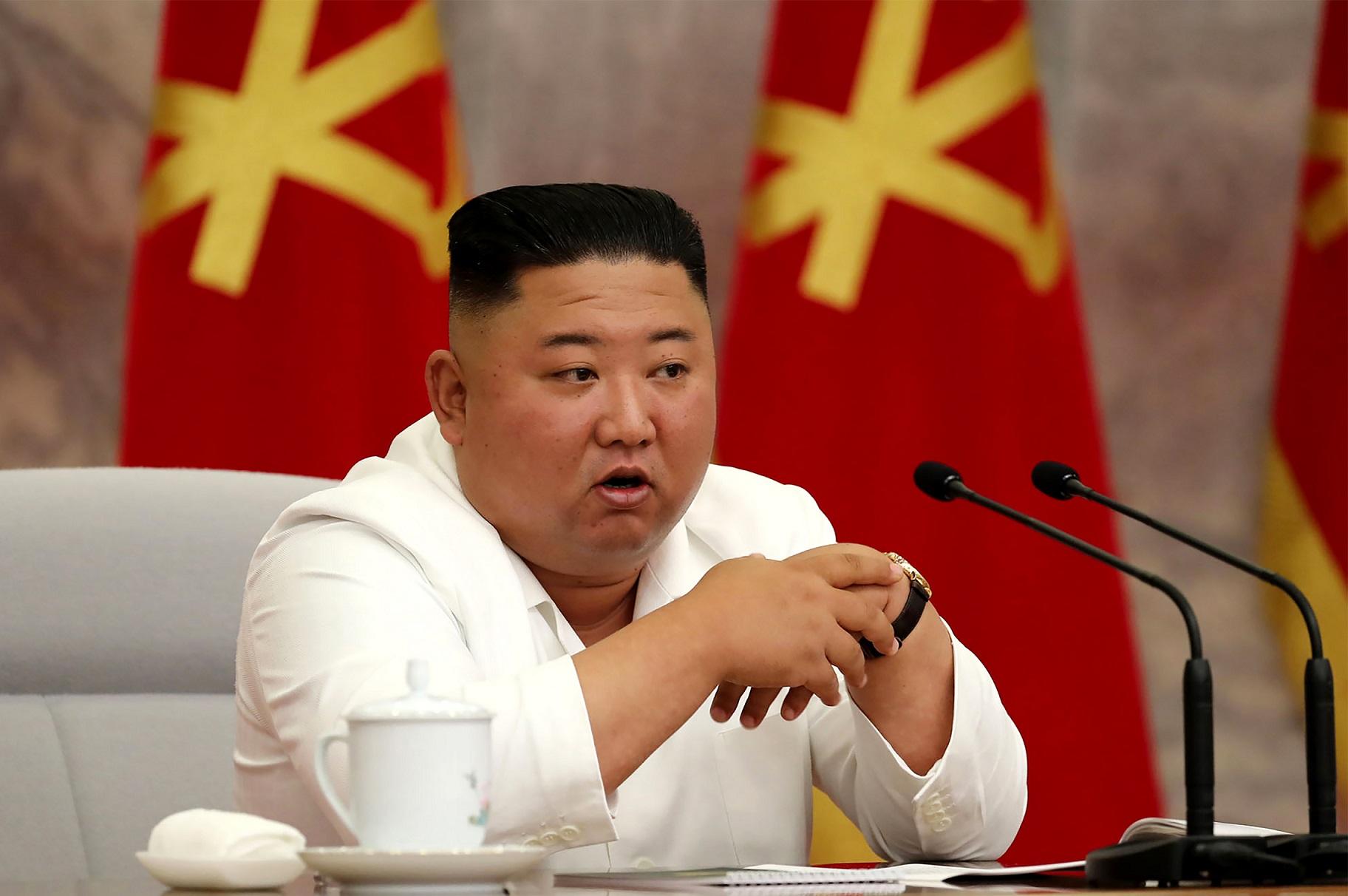 """(Kim Jong Un advertiu contra uma """"distensão ou excesso de otimismo"""". Foto: STR / AFP / KCNA VIA KNS)"""