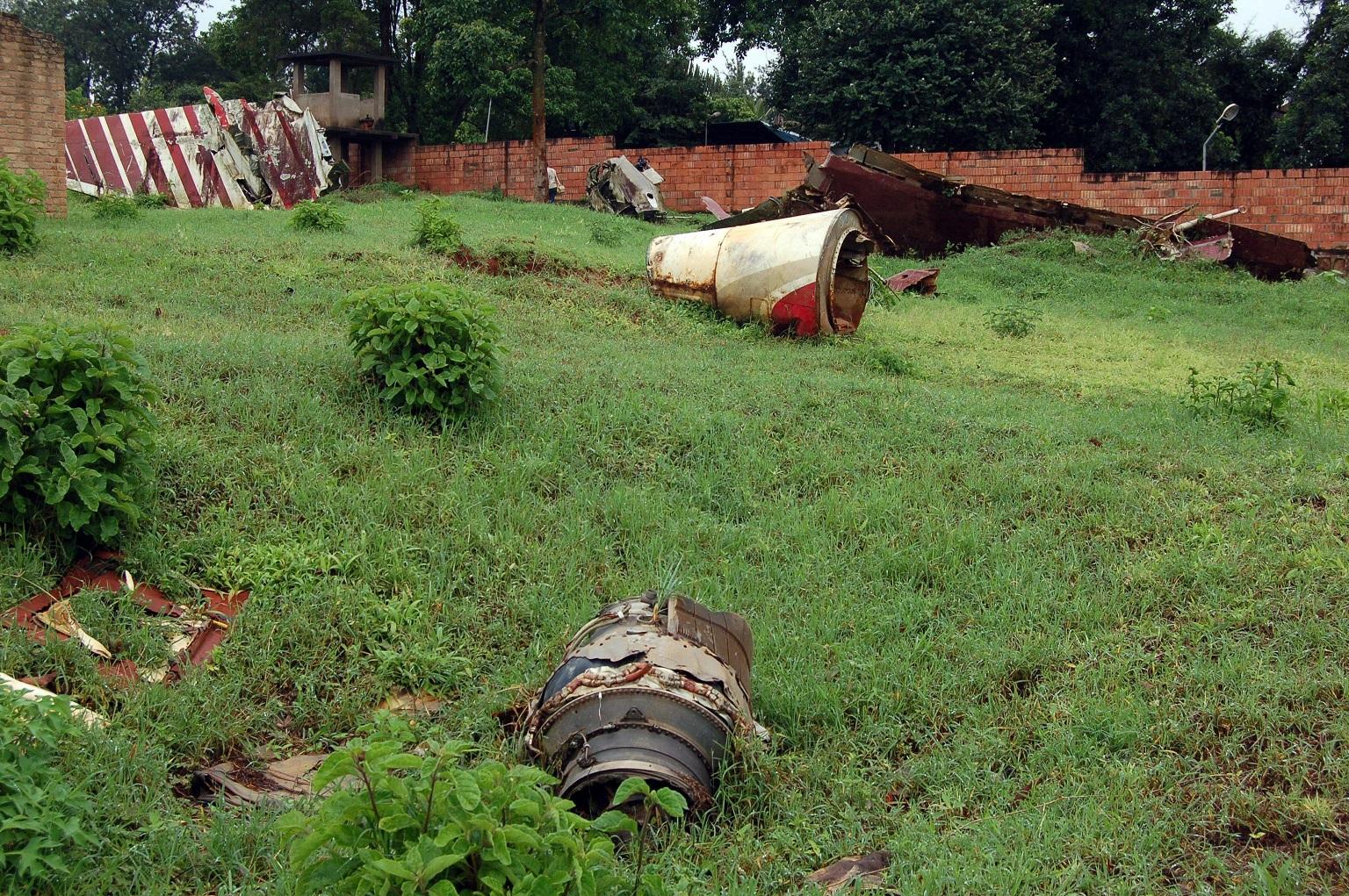 (Restos do acidente com o presidente de Ruanda, Juvénal Habyarimana. Foto: GERARD GAUDIN / BELGA / AFP)