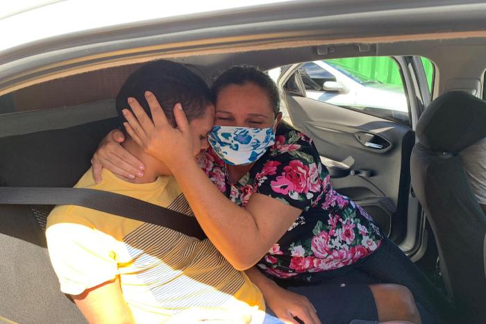 Após 13 dias, Tiago e Cilene se reencontraram nesta sexta-feira (3). (Foto: Sesau/Divulgação)