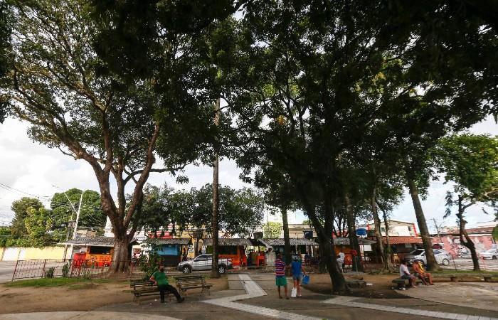 Praça da Várzea na tarde desta sexta (3) (Foto: Leandro de Santana / Esp. DP Foto)