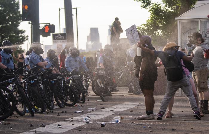 Seattle tem sido palco de protestos desde o assassinato de 25 de maio de George Floyd, um homem negro, em uma rua de Minneapolis enquanto ele estava sob custódia da polícia . (Foto: Stephen Maturen / GETTY IMAGES NORTH AMERICA / Getty Images via AFP)