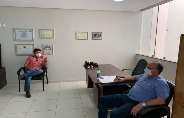 (O senador Fernando Bezerra participou de reunião com o ex-prefeito da cidade Leonardo Martins. Foto: Divulgação)