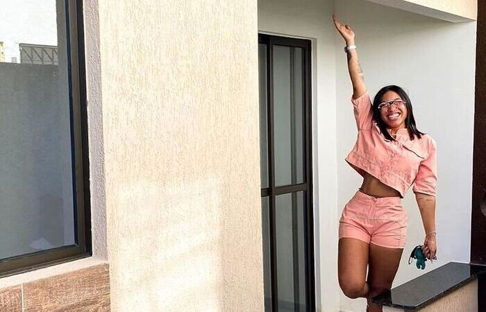 Emylli Thamara comemorando conquista de nova casa (Foto: Instagram/Reprodução)
