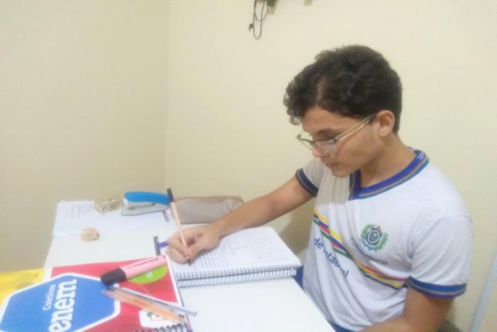 Guilherme é aluno da rede pública de Pernambuco e quer cursar medicina. (Foto: Arquivo Pessoal)