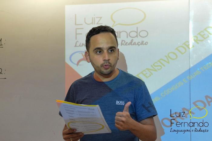 O professor de linguagens e redação Luiz Fernando esperava mais tempo para revisar conteúdos no modo presencial. (Foto: Lilianne Guerra/Divulgação)