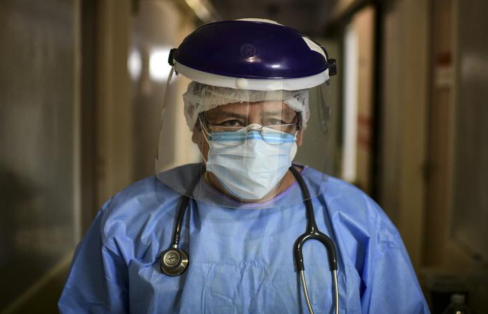Para atuar no país, médicos formados no exterior precisam passar por um processo de revalidação do diploma (Foto: Ronaldo Schemidt/AFP)