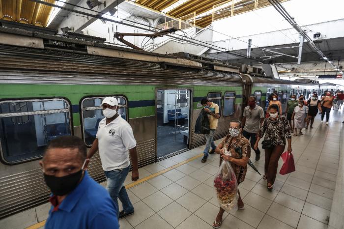 Movimentação na manhã desta quinta era intensa na Estação Recife, no bairro de São José, Centro da capital. (Foto: Paulo Paiva/DP FOTO.)