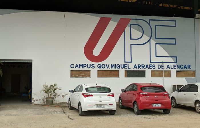 Alunos e professores da UPE de Caruaru ajudaram a desenvolver o aplicativo PATIO. (Foto: Divulgação/UPE.)