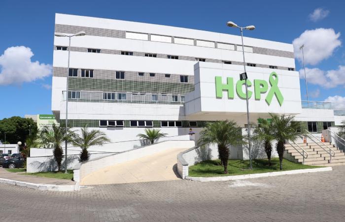 O Hospital de Câncer de Pernambuco não parou de funcionar durante o período mais crítico da pandemia, mas tinha suspendido alguns procedimentos programados. (Foto: Thalles Ximenes/HCP.)