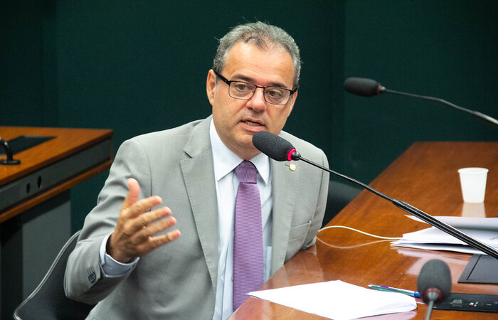 (Deputado Danilo Cabral. Foto: Chico Ferreira/Divulgação)