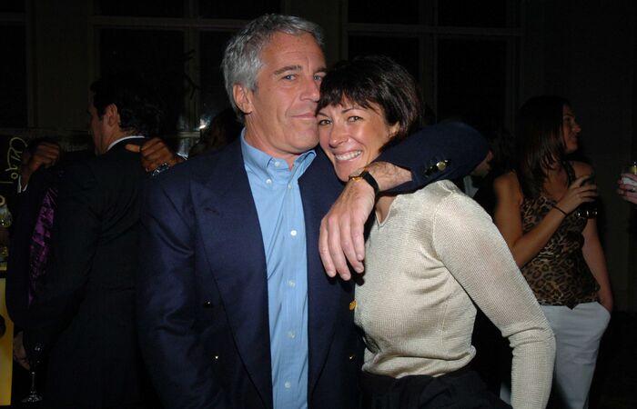 Ghislaine Maxwell foi namorada do magnata Jeffrey Epstein, encontrado morto em sua cela no ano passado (Foto: Reprodução)