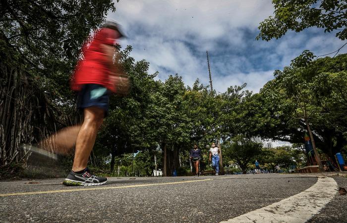 Parques, praias, orlas fluviais e marítimas reabriram para retomadas das práticas dos esportes individuais no dia 6 de julho (Paulo Paiva/ Esp DP)