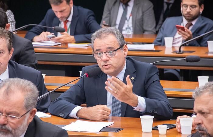 (O deputado Danilo Cabral defende a mobilização da sociedade. Foto: Chico Ferreira/Divulgação)