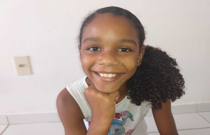 Julia tem nove anos e desapareceu na última terça-feira, após sair de casa no bairro de Jardim Atlântico, em Olinda  (Foto: Arquivo pessoal )