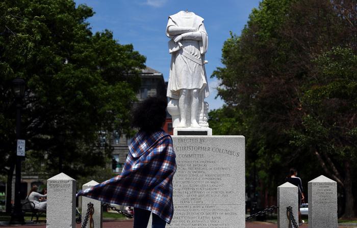 Em Boston, uma estátua de Cristóvão Colombo chegou a ser decapitada em junho (Foto: Tim Bradbury/AFP )