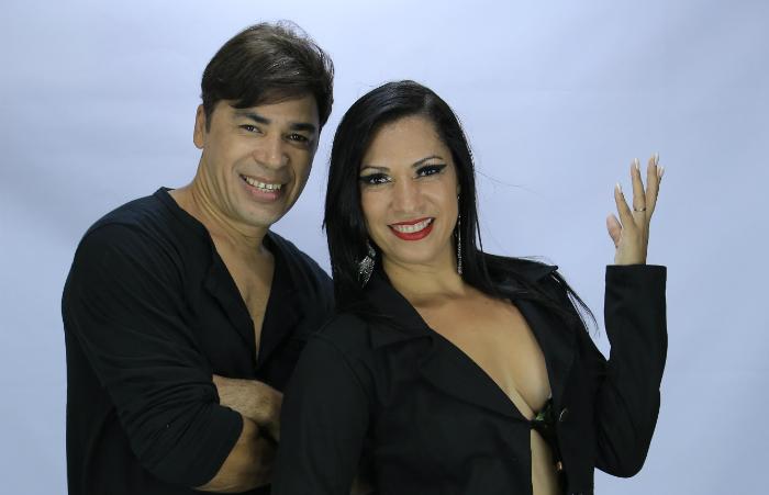 Os vocalistas Moraes Júnior e Deyse Trajano  (Foto: Asas da América/Divulgação)