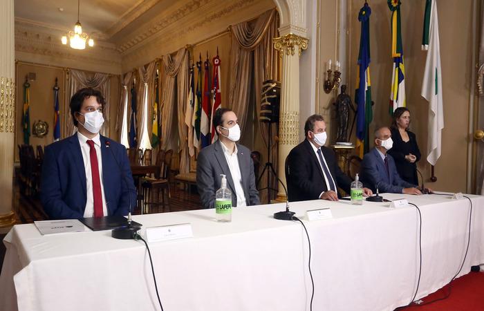 (A posse do secretário Lucas Ramos aconteceu no Palácio do Governo. Foto: Aluísio Moreira/SEI)