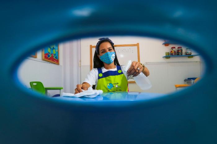 Escolas mantêm rotina de preparação para receber os estudantes. (Foto: Tarciso Augusto/Esp.DP)