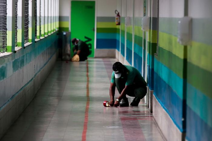 Marcações para o cumprimento do distanciamento social estão sendo feitas no CBV. (Foto: Tarciso Augusto/Esp.DP)