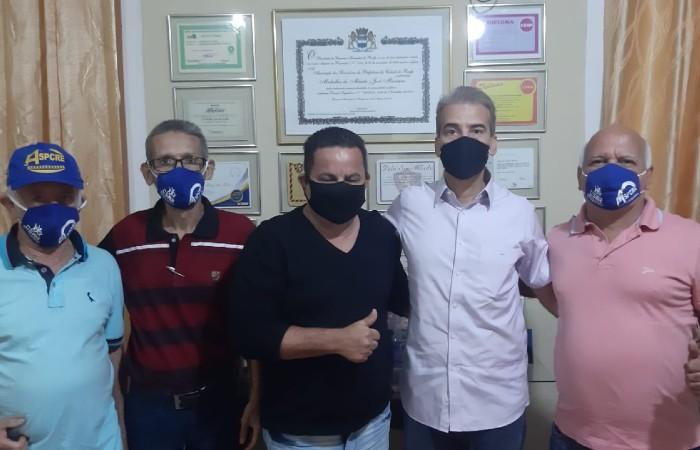Coronel Alberto Feitosa (PSC), o quarto da esquerda para a direita, de camisa branca (Foto: Divulgação)