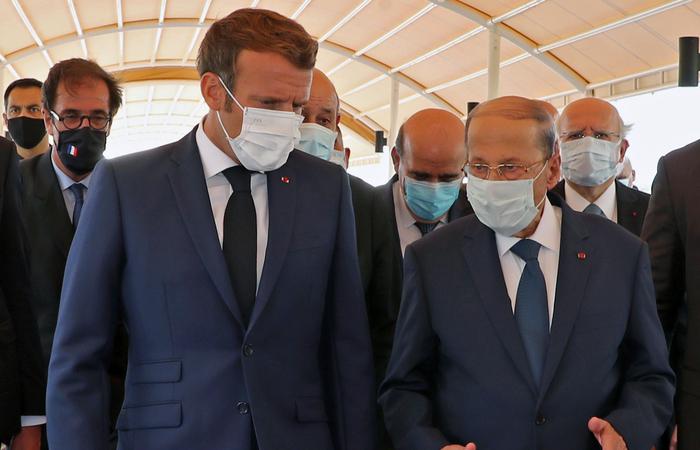 """O presidente francês, Emmannuel Macron, pediu uma investigação internacional """"transparente"""" durante encontro com o presidente libanês, Michel Aoun (Foto: Dalati And Nohra/AFP)"""